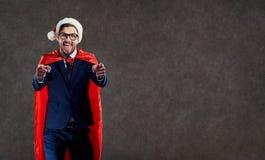 O homem de negócios no super-herói do traje de Santa Claus aponta com sua aleta fotos de stock royalty free