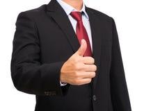 O homem de negócios no terno preto com gravata vermelha manuseia acima Fotos de Stock
