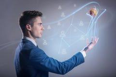 O homem de negócios novo energético está jogando a esfera de borracha Imagens de Stock Royalty Free