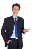 O homem de negócios novo está mostrando sinais da mão. Foto de Stock