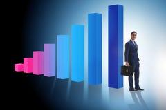 O homem de negócios novo no conceito do negócio com cartas de barra Imagens de Stock