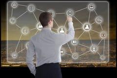 O homem de negócios novo trabalha em um écran sensível grande Foto de Stock Royalty Free