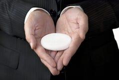 O homem de negócios oferece a pedra branca do conceito Fotografia de Stock