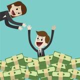 O homem de negócios ou o gerente têm muitos dinheiro e natação no dinheiro O negócio tem o lucro Seu sócio está contente para ele Imagem de Stock
