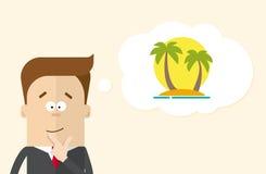 O homem de negócios ou o gerente feliz imaginam férias na ilha Um homem em um terno de negócio que pensa sobre férias Imagem de Stock