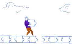 O homem de negócios pavimenta o homem da maneira que faz a conceito da solução do problema das peças da serra de vaivém do trajet ilustração royalty free