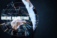 O homem de negócios que aponta o círculo azul e alaranjado da luz Imagens de Stock Royalty Free