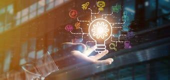 O homem de negócios que guarda um conceito da ideia da lâmpada do bulbo com começa acima o ícone Fotografia de Stock Royalty Free