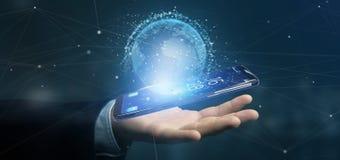 O homem de negócios que guarda uns dados da rendição 3d enterra o globo em um smartph Fotografia de Stock
