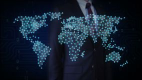 O homem de negócios que toca no ícone sem fio de uma comunicação, faz o mapa do mundo global, Internet das coisas Tecnologia fina ilustração stock
