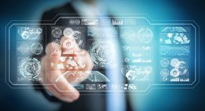 O homem de negócios que usa telas digitais com dados 3D dos holograma rende Imagens de Stock