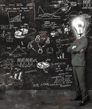 O homem de negócios reflete em idéias novas Fotografia de Stock Royalty Free