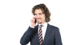 O homem de negócios de sorriso está falando em Smartphone, cabelos encaracolado Imagem de Stock Royalty Free