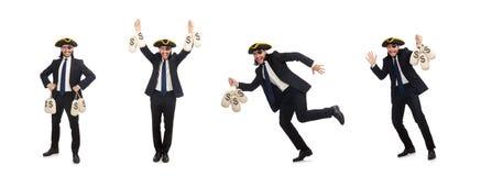 O homem de neg?cios do pirata que mant?m sacos do dinheiro isolados no branco fotos de stock royalty free