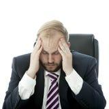 O homem de negócio da barba tem a dor de cabeça Imagens de Stock Royalty Free