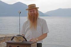 O homem do hurdy-gurdy Fotografia de Stock Royalty Free