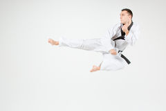 O homem do karaté com cinturão negro Imagem de Stock