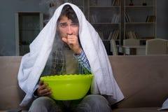 O homem doente que faz a inalação na noite na casa Fotos de Stock Royalty Free