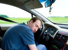 O homem dorme no carro Imagem de Stock Royalty Free