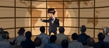 O homem dos desenhos animados no terno com microfone está à disposição na frente de uma audiência Fotos de Stock Royalty Free
