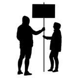O homem e a mulher da silhueta guardam a bandeira em um polo, ilustração do vetor Imagem de Stock Royalty Free