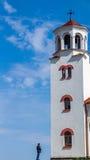 O homem e a torre de sino Foto de Stock Royalty Free