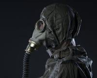 O homem em uma máscara de gás imagem de stock royalty free