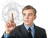 O homem empurra um botão invisível na exposição visual Imagens de Stock
