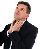 O homem envelhecido médio sofre da garganta dorido imagens de stock royalty free