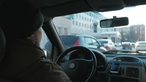 O homem europeu para conduzir o carro filme