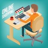 O homem faz uma compra no Internet usando um portátil Foto de Stock