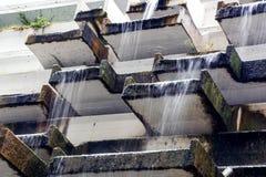 O homem fez cachoeiras abandonadas artificiais nos termas Foto de Stock Royalty Free