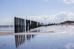 O homem fez estruturas de madeira repelir o ponto Reino Unido Fotos de Stock
