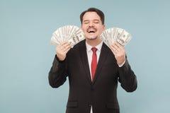 O homem ganhou honestamente muito dinheiro imagem de stock
