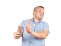O homem gordo recusa ao chocolate Imagens de Stock Royalty Free