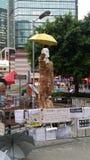 O homem Harcourt Road Occupy Admirlty do guarda-chuva perto da revolução 2014 do guarda-chuva dos protestos de Hong Kong da sede  Foto de Stock Royalty Free