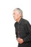 O homem japonês superior sofre da dor de estômago Fotografia de Stock