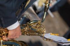 O homem joga o trombone imagem de stock royalty free