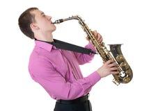 O homem joga um saxofone Fotografia de Stock Royalty Free