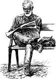 O homem lê um jornal Foto de Stock Royalty Free