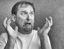 O homem louco reage com a expressão honorífica imagens de stock royalty free