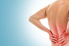 O homem mantém sua parte traseira devida causar dor Imagens de Stock
