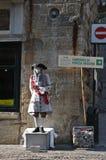 O homem mimica no traje medieval histórico Imagem de Stock Royalty Free