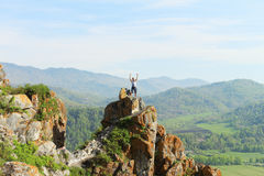 O homem na rocha Foto de Stock