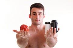 A vitamina ou a tabuleta do arrasto dos comprimidos encaixotam o homem dos suplementos isolado Imagens de Stock Royalty Free