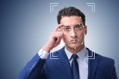 O homem no conceito do reconhecimento de cara fotos de stock royalty free