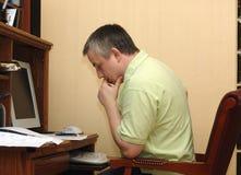 O homem no estudo Fotos de Stock Royalty Free