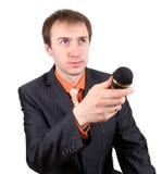 O homem novo com entrevistas de um microfone Imagem de Stock