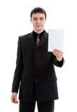 O homem novo em um terno mostra um caderno. Fotografia de Stock Royalty Free