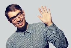 O homem novo engraçado diz olá! Imagens de Stock Royalty Free